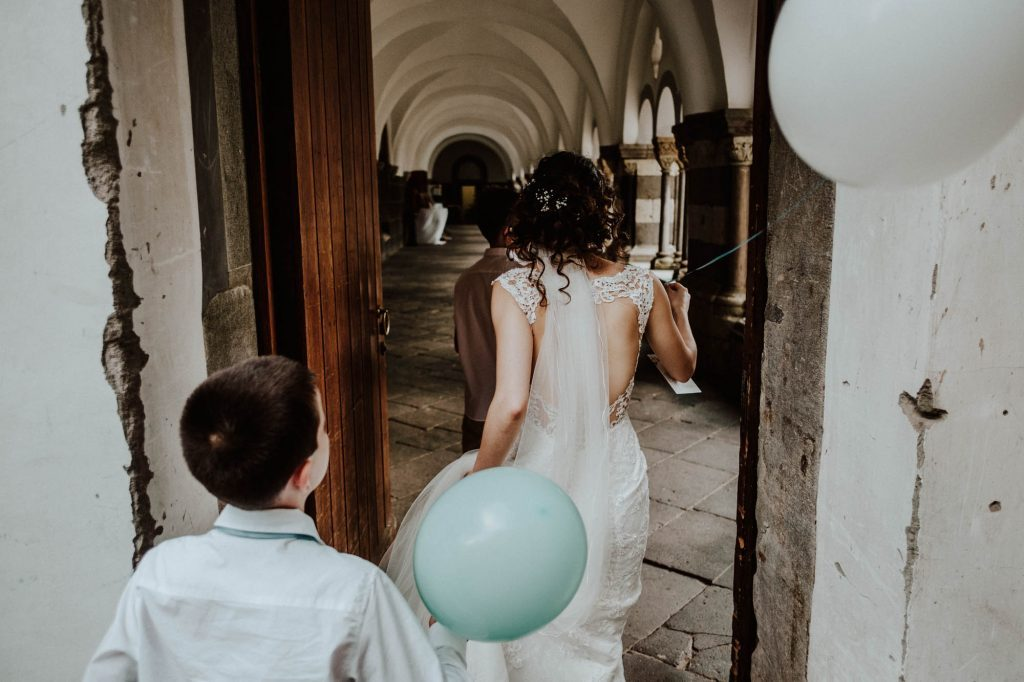 Bride with baloons