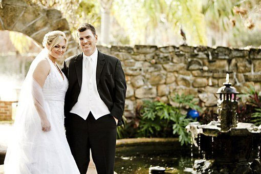 Things a wedding photographer shouldn't do - bride and groom
